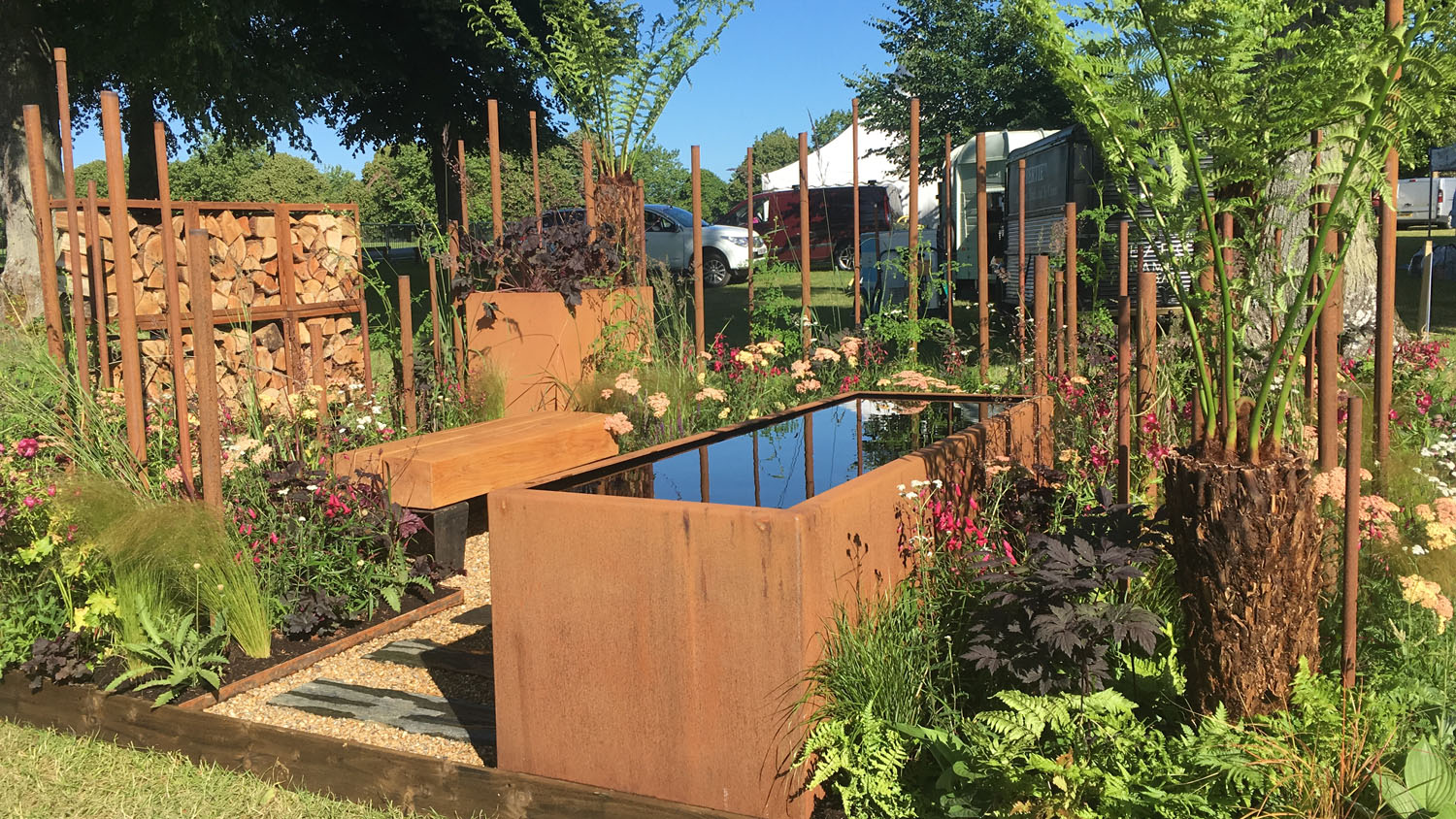 SlateWood Is The Bees Knees! Briony Doubleday of Bee's Gardens Wins Gold At Blenheim AND RHS Tatton!