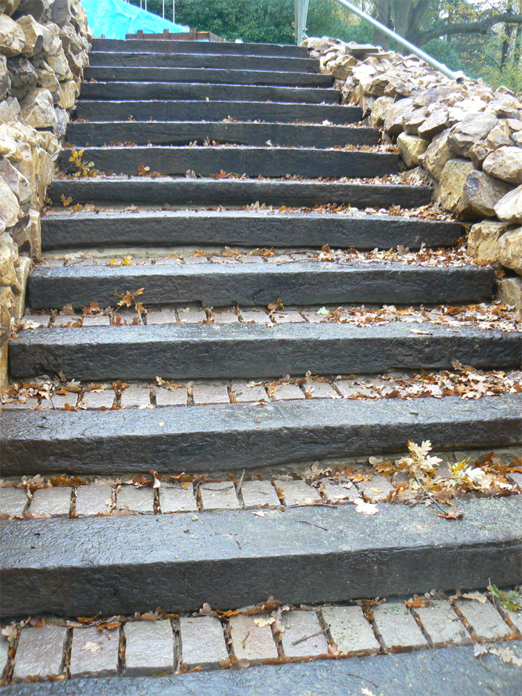 Yorkstone Steps in a Private Garden' designed by Julie Toll and built by Sienna Earth. For further images of this private space please go to our projects gallery.