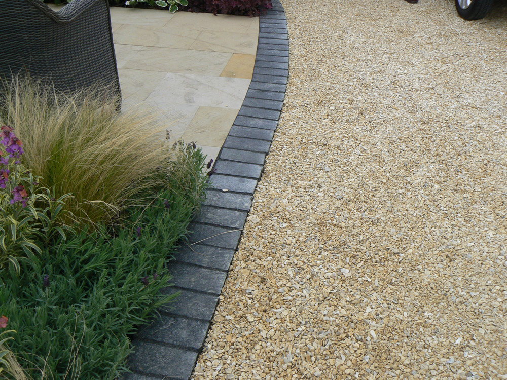 Buff flint gravel laid in Cedagravel® at the Balmoral Show. Also pictured is buff sandstone paving and black limestone setts. For further images and info of this garden please visit our Private Places-Show Gardens Gallery.