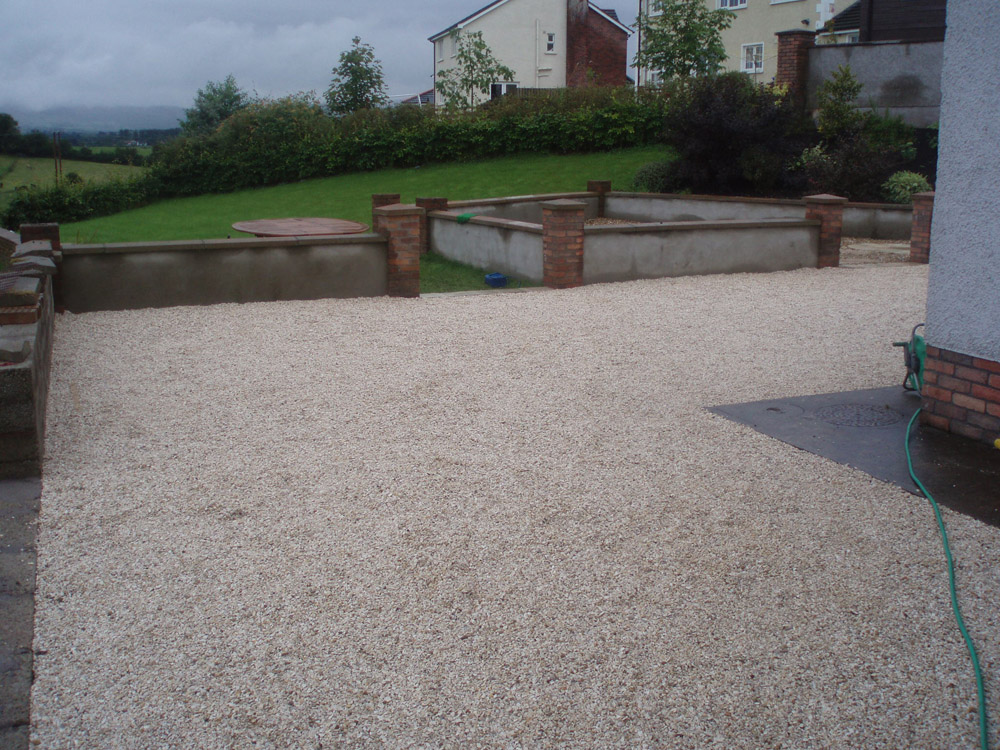 Buff flint gravel 10mm laid to fill Cedagravel®. Private garden in Ireland designed and built by Maurice Maxwell Garden Designs. For further images on this job please visit our Projects Gallery.