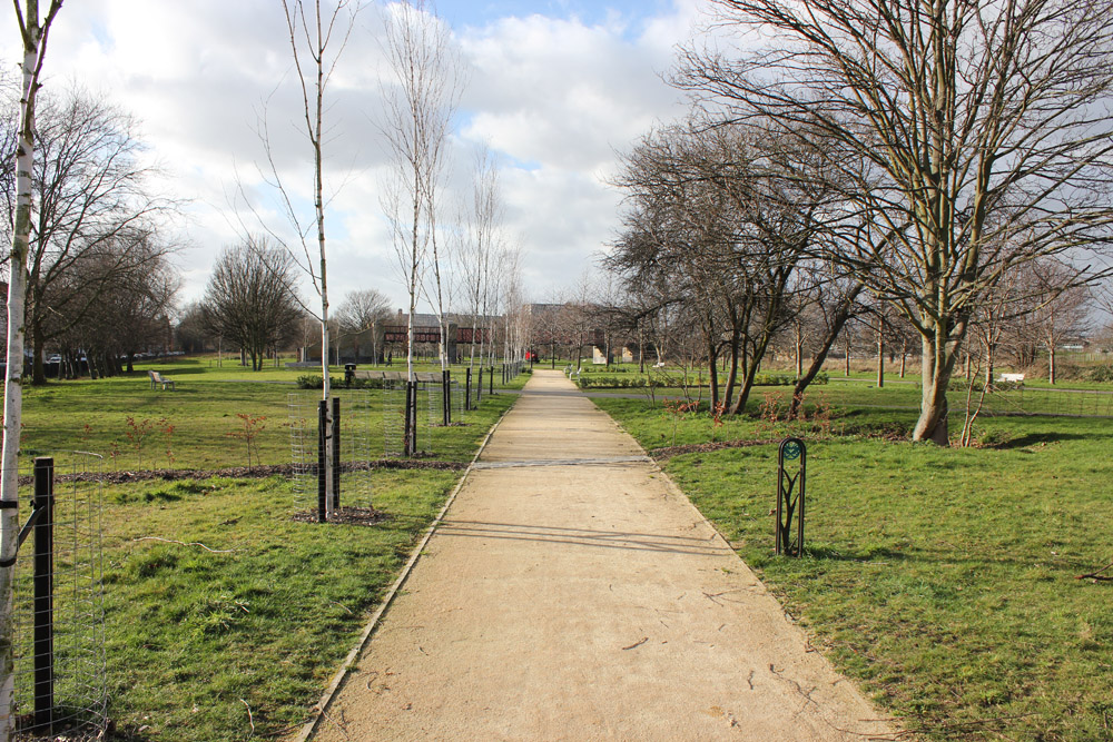 Cedec Gold Footpath Gravel at Burgess Park' South London. For further images please visit our Projects-Public Spaces gallery.
