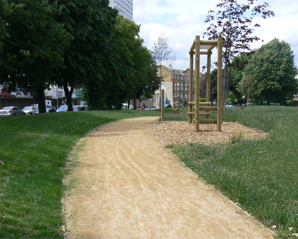 CEDEC gold footpath gravel. St George's Square' London. For further images and info on this job please visit our Projects Gallery.