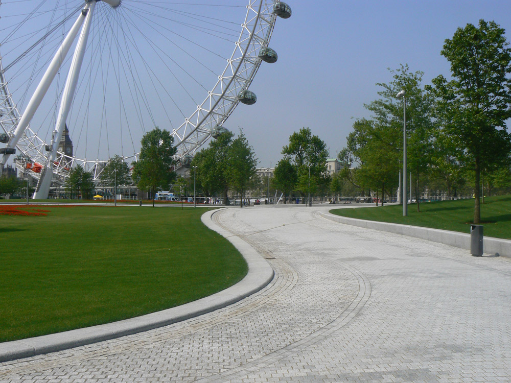 Silver grey granite seating' walling and setts at the Jubilee Gardens' London. For further images and information on this job please visit our Projects-Public Spaces Gallery.