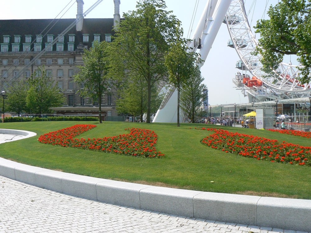 Silver grey granite seating' walling and setts at the Jubilee Gardens' London. For further images and information on this job please visit our Projects-Public Spaces Gallery
