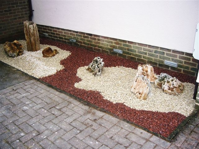 Cotswold aggregate with red porphyry and holestone' private garden.