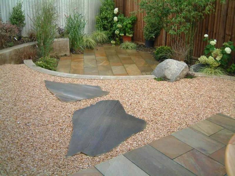 Donegal Quartzite Paving in Private Garden' designed by Julie Toll.