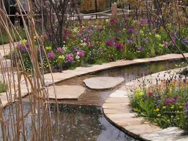 Donegal Quartzite Paving in English Garden' Japan. Designed by Julie Toll.