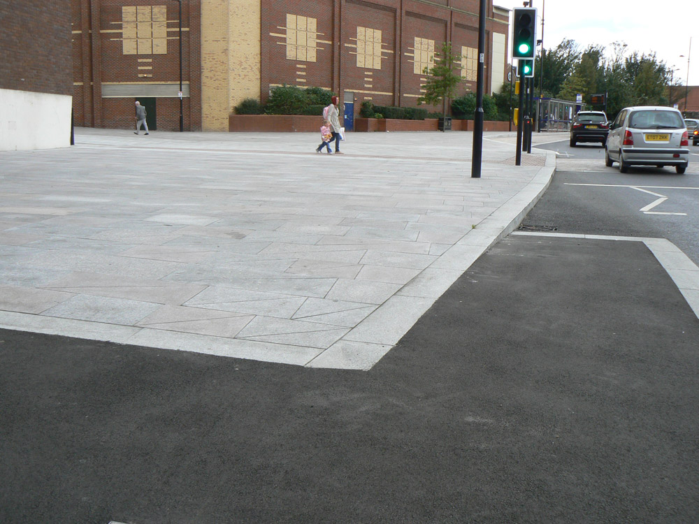 Granite kerb' setts and paving at Southend Victoria Gateway. For further images and information on this job please visit our Projects-Public Spaces gallery.