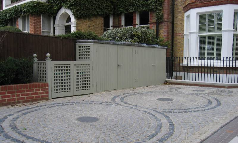 Medium grey granite and black basalt cropped setts. Private Driveway designed by Jackie Jobbins.