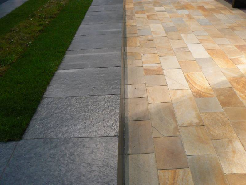 Otta Phyllite Walling' with Donegal Quartzite Paving. Streetscene at The Cityscape Exhibition 2008.