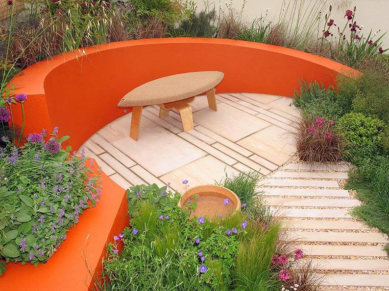 Pink Sandstone Paving at the Chelsea Flower Show 2007. Suber Garden' silver medal winner. Designers - Caroline De Lane Lea and Louise Cummins. Contractor - Gardenmakers.