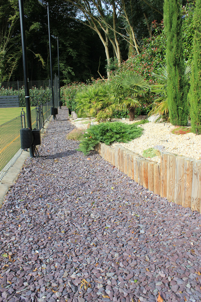 Plum slate shale with buff thames aggregate and purple standing stones. Private garden designed and built by J. Wenman & Sons. For further images of this job please visit our Projects-Private Places Gallery.