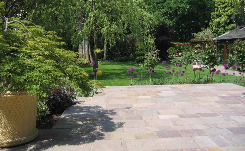 Porphyry Paving in a Private Garden Patio. Designed by Andrew Wenham.