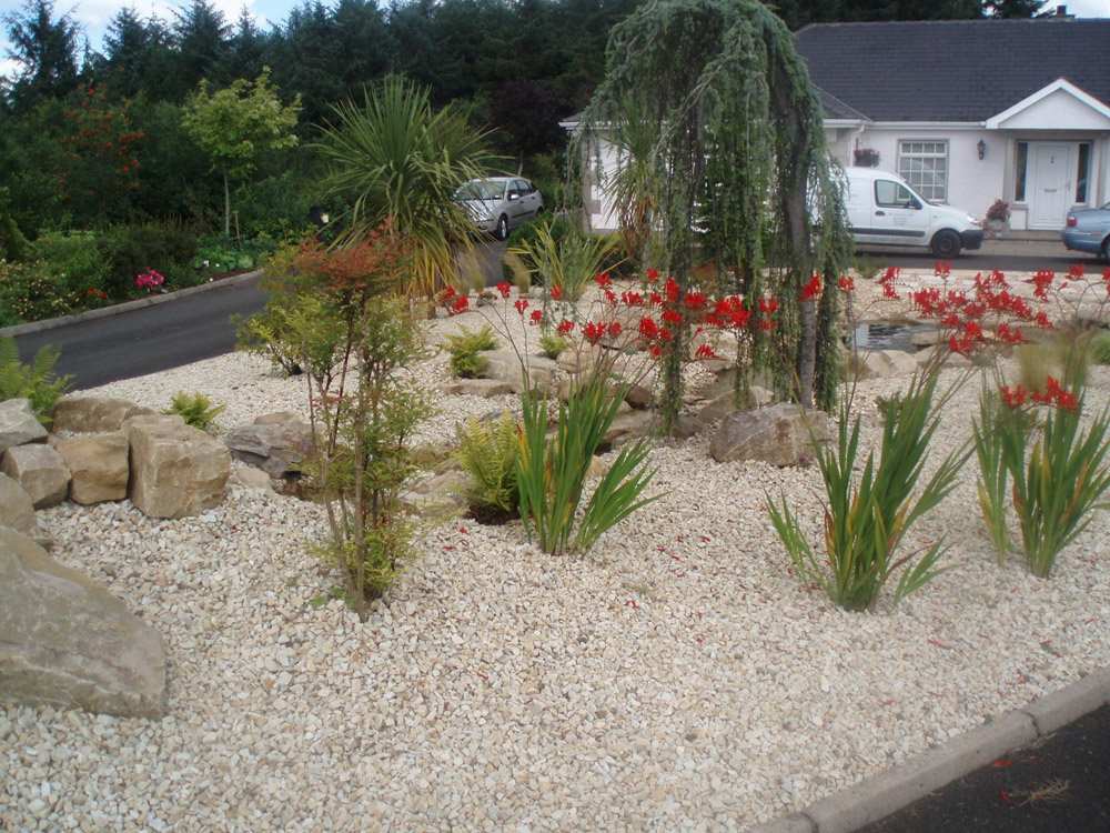 Buff Sandstone Rockery' Riven Green Sandstone Paving & Circle and Buff Quartz Aggregate. This attractive rockery and aggregate are both local materials for this private garden in Ireland.