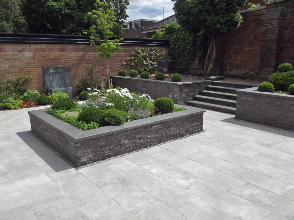 Private garden by Jeff Annand showing our Amabile Porcelain Paving, Charcoal Tier and Black Basalt Steps and Coping Stones.