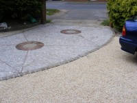 Cedagravel® filled with Barleycorn Quartz Aggregate for the parking area and Flat Grey Pebbles used for the driveway.