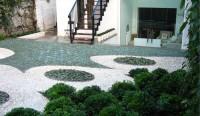 Flat Green and Flat White Pebbles' Splash Garden.