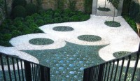Flat Green and Flat White Pebbles' Splash Garden.
