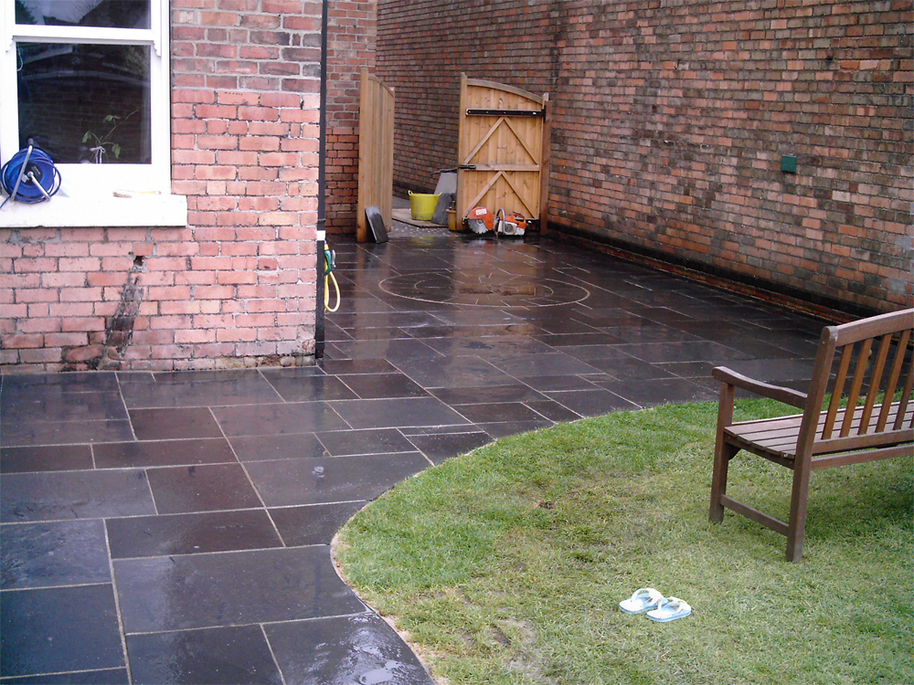 black limestone paving and circle in a private garden by. Black Bedroom Furniture Sets. Home Design Ideas