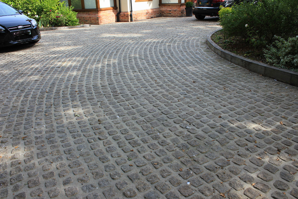 Driveway Using Yellow Granite Cropped Setts Ced Ltd For