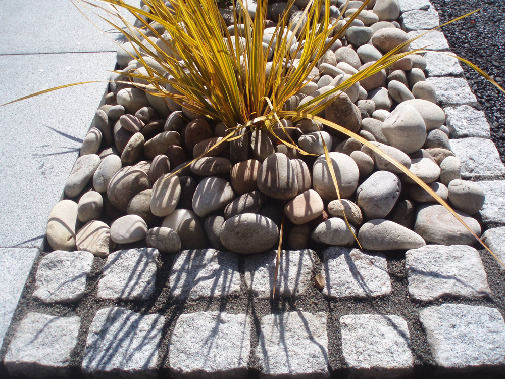 Silver grey (8R) cropped setts with Scottish beach cobbles. Private garden' in Ireland' designed by Maurice Maxwell Garden Designs and built by Spring Landscapes. For further images of this job please visit our Projects Gallery.