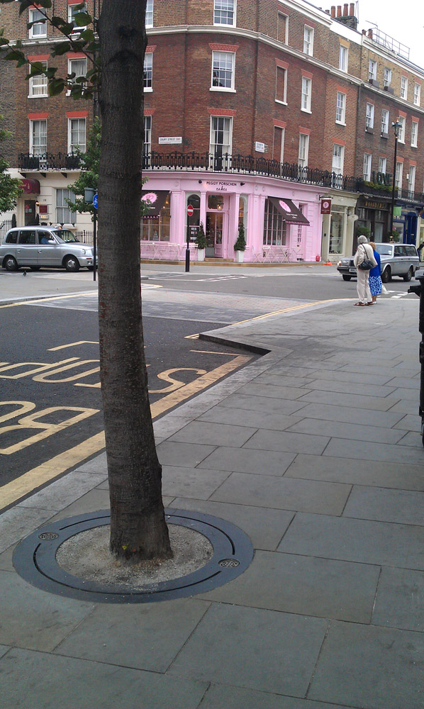 SuperCEDEC® Red in Elizabeth Street' London.