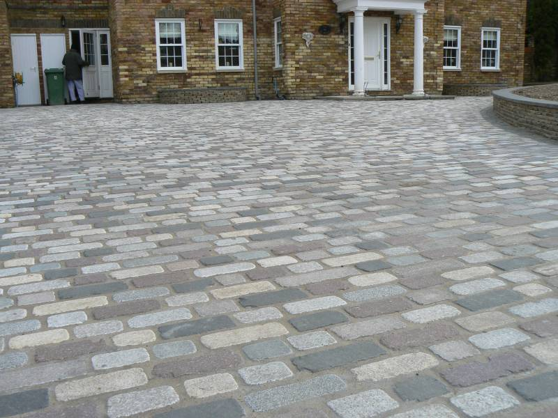 Temple Setts - mix of all seven colours. Private driveway designed and built by Regent Driveways.