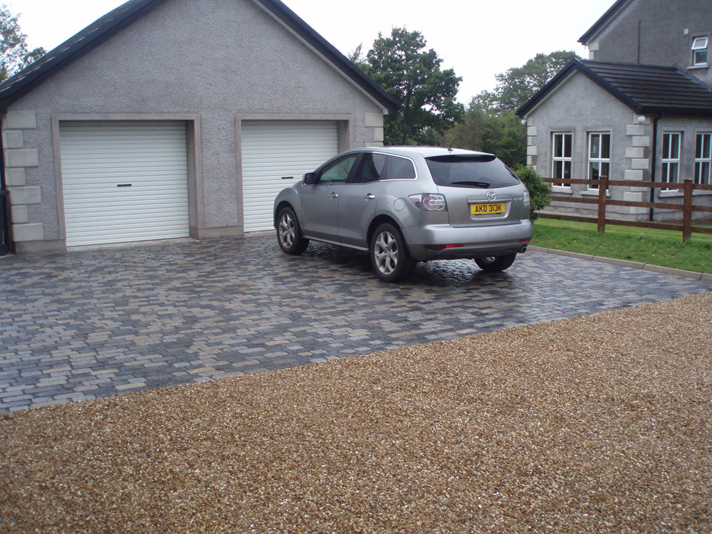 Temple sett driveway - a mix of six colours; black' blue grey' grey pink' pink' silver grey and yellow (pictured here when wet). Also with Cedagravel® and golden flint gravel. Private property' in Ireland' built by Sam Sayres. For further images of this job please visit our Projects-Private Places Gallery.