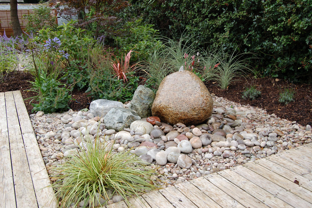 Scottish Beach Cobbles' Celtic Boulder and Yellow Granite Cropped Setts. Private garden designed by Matt Nichol Garden Design and built by Creative Gardens & Driveways.