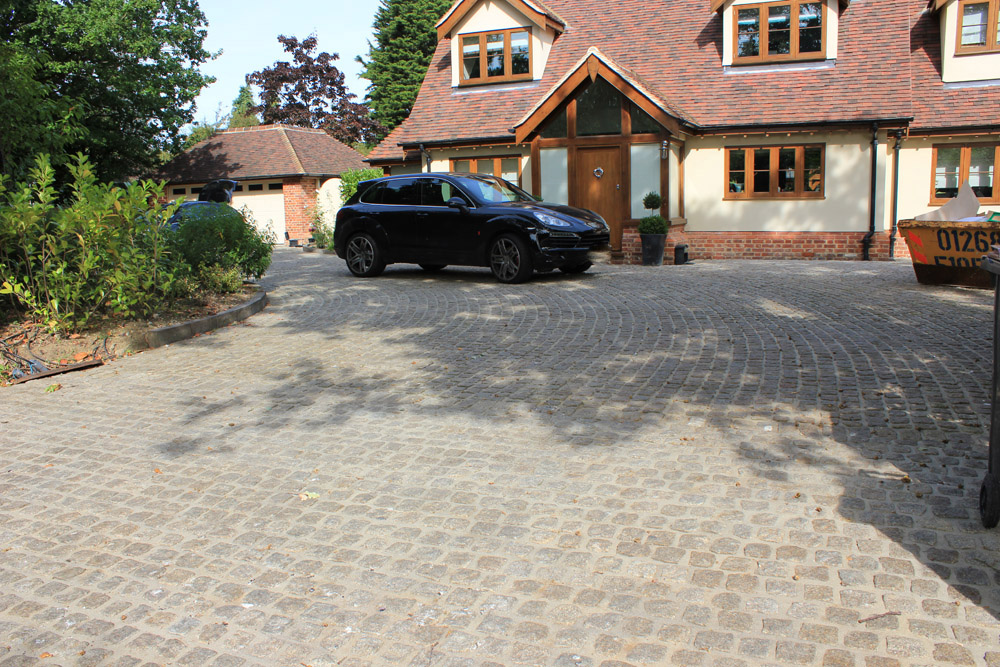 Yellow (15R) granite cropped setts at a private property. The driveway was designed and built by Undercover Roofing Supplies. For further images of this job please visit our Projects-Private Places Gallery.