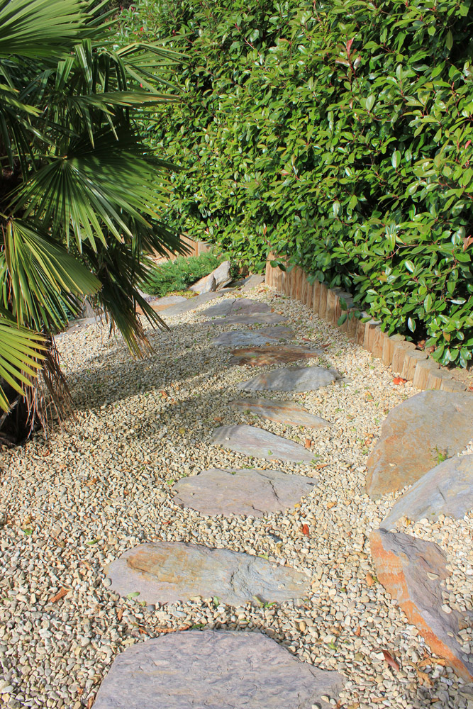 Buff Thames aggregate and purple feature stones. Private garden designed and built by J. Wenman & Sons. For further images of this job please visit our Projects-Private Places Gallery.
