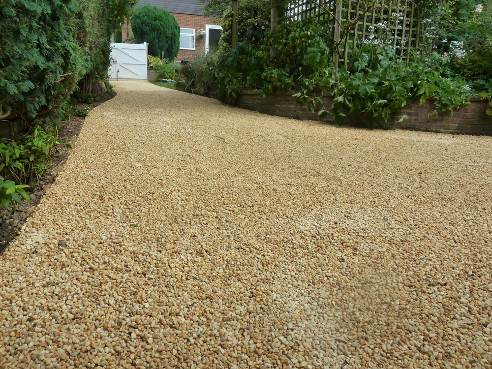 Cedagravel® filled with Barleycorn Quartz Pebbles. Private driveway by Arbour Design and Build. For further images of this job please visit our Projects-Private Places Gallery.