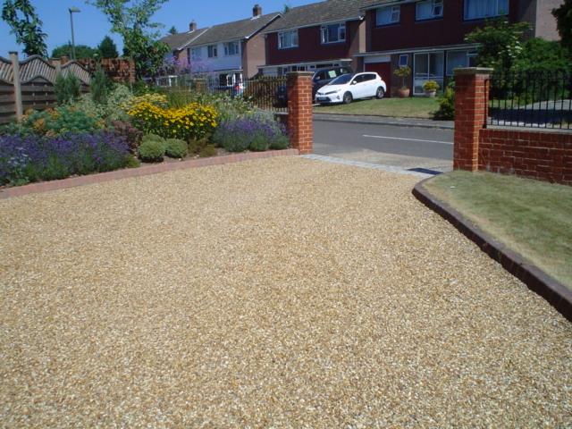 Cedagravel® driveway filled with Golden Flint Gravel.