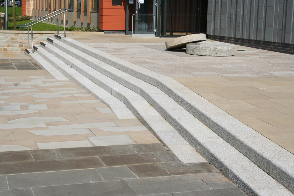 <p>Cornish Granite Steps</p>  <p>  S1/179/1519</p>  <p>  Sawn &amp; flame textured</p>  <p>  300mm wide x 150mm deep x 600-1000mm long with 20mm radius rounding</p>